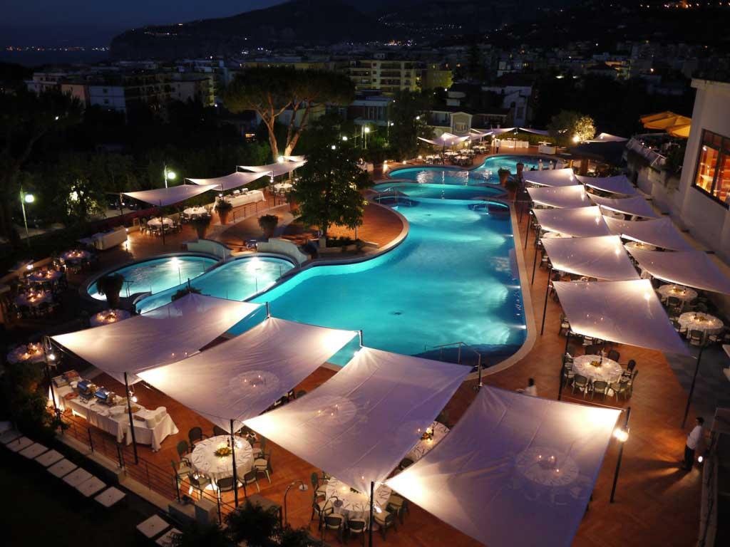 I britannici quest\'anno hanno scelto l\'Hilton Sorrento Palace per l ...