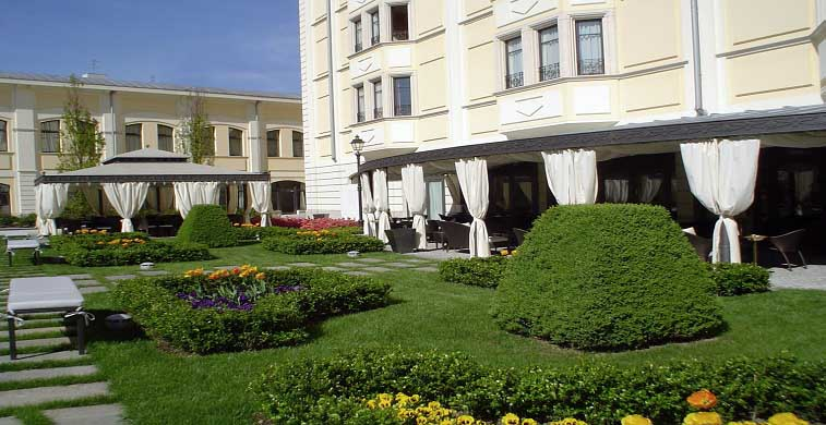 Grand Visconti Palace_location_Lombardia_4